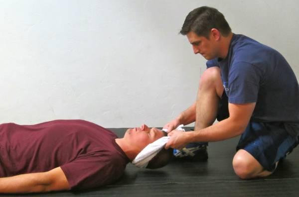 Trois moyens simples pour soigner un cou douloureux, crispé ou blessé !