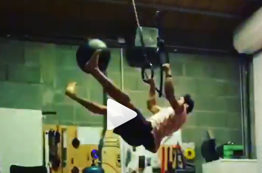 Saiyagym CrossFit : Imade Maddie exécute un muscle-up spectaculaire avec medball