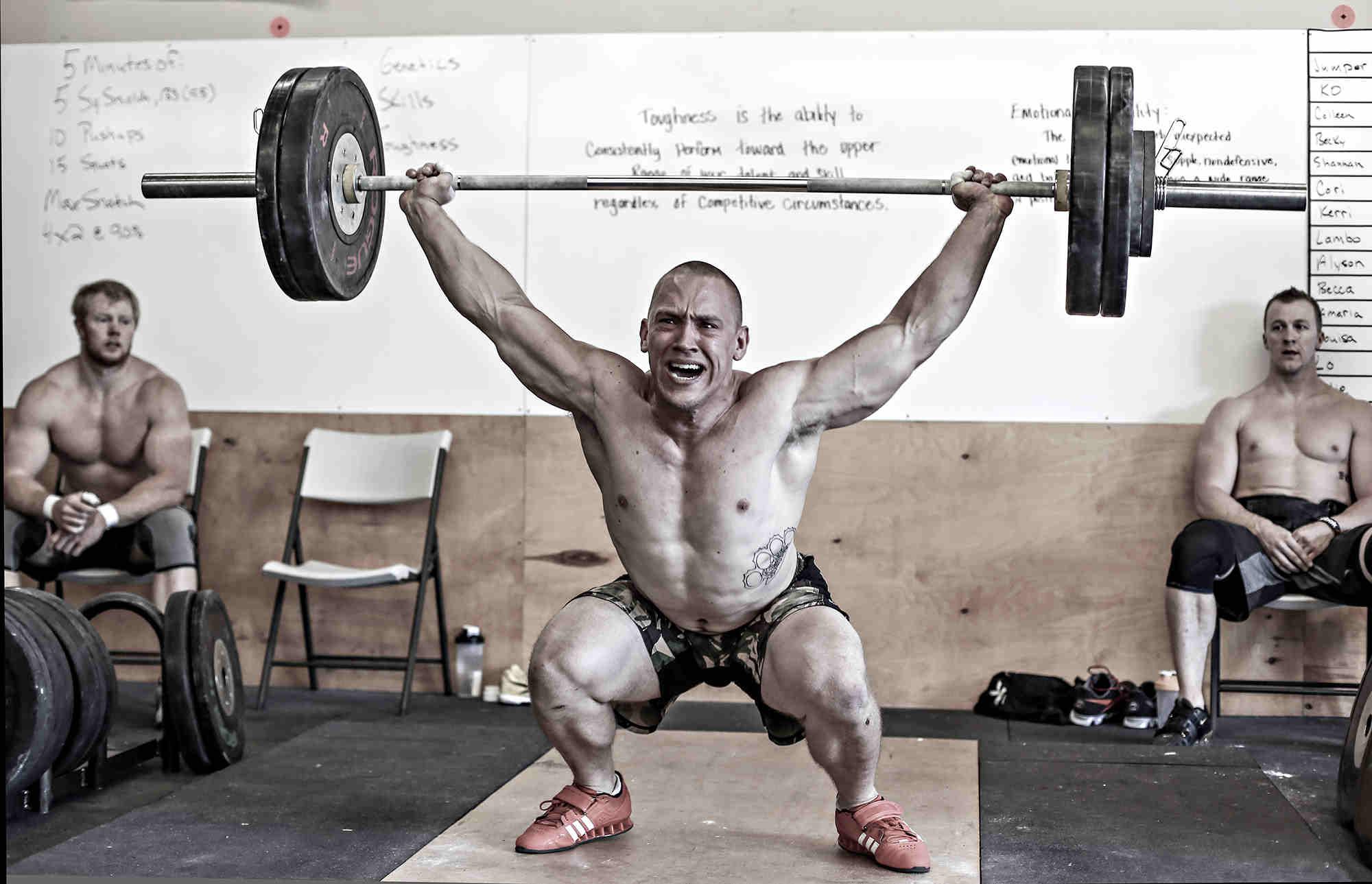 Astuce : améliorez votre Overhead Squat grâce un exercice simple