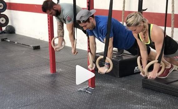 Séance de skill synchronisé aux anneaux à CrossFit Limoges