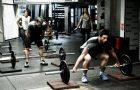 Les coachs doivent-ils s'entraîner avec leurs haltérophiles ?