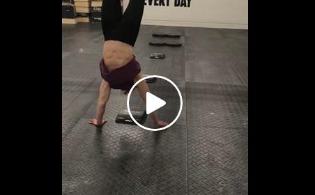 Parcours d'obstacles en handstand pour Annie Thorisdottir