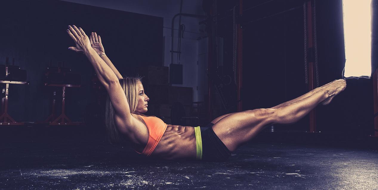 Les mouvements et principes de gymnastique élémentaires pour les débutants en CrossFit