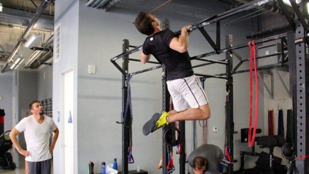6 conseils pour maîtriser les Chest-To-Bar Pull-Ups en CrossFit!