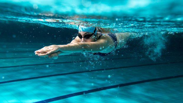 En dehors de la box de CrossFit : pratiquer la natation pour perdre du poids!