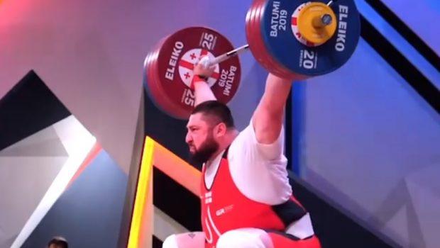Regardez le superbe snatch à 218 kg de Lasha Talakhadze en slow-motion !