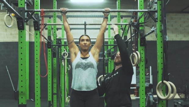Comment passer sa première pull-up (traction) stricte !