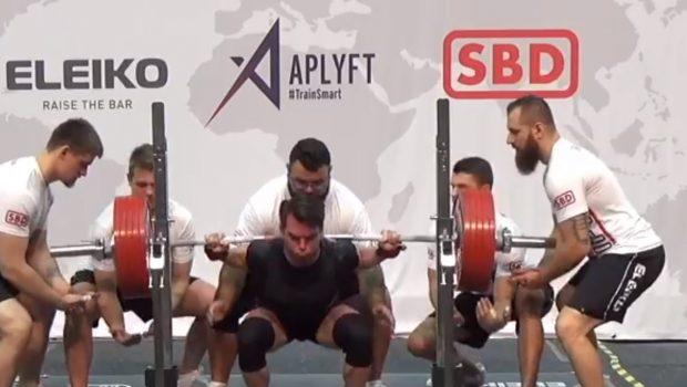 Record du monde : 283 kg au back squat pour 74 kg de poids de corps !