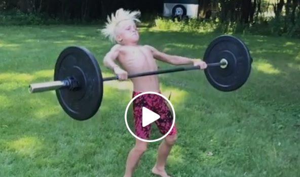 Jaimon Mogard, 9 ans, fait un squat snatch à 30 kg !