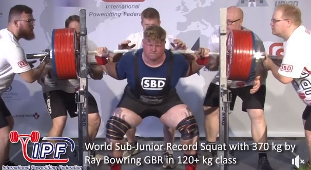 Ray Bowring bat le record du monde junior en back squat : 370 kg !