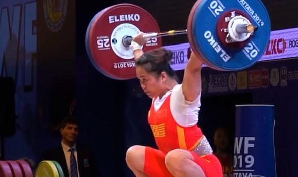 Record du monde ! Deng Wei (64 kg de PDC) fait un snatch à 116 kg !